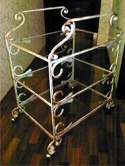 Кованая мебель и другие металлические конструкции.